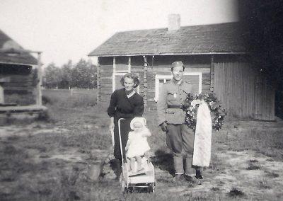 Helvi ja tytär Tuula Salo ja Viljo Tiuraniemi 1944 syyskesällä